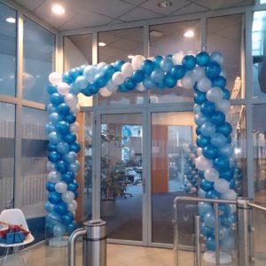 vierkante ballonnen boog blauw wit
